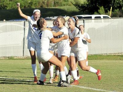 Southwesternstrikes early against the Lady Maroons