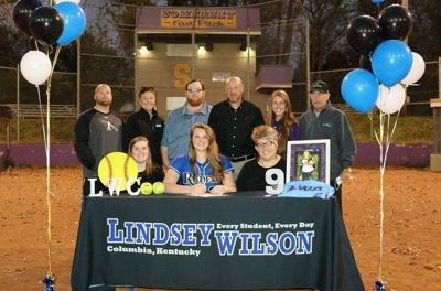 Emma Hawk signs with Lindsey Wilson College