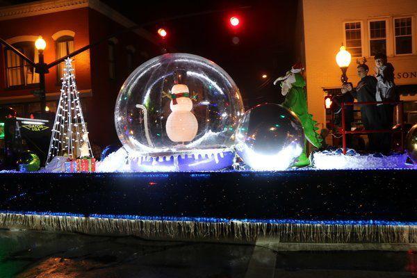 Christmas Lights Somerset Ky 2020 Santa brings Jumper fans a later Christmas Parade start time