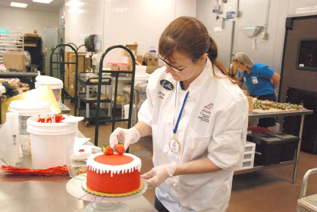 Enjoyable Miller Competing Against Krogers Best Cake Decorators News Personalised Birthday Cards Veneteletsinfo