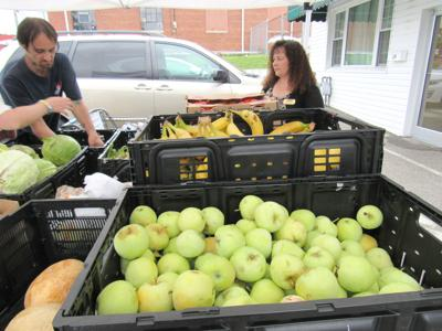 Brenda Russell Executive Director Gods Food Pantry Assists With Free Distribution Of Mountains Produce Donated By Kentucky Farmers