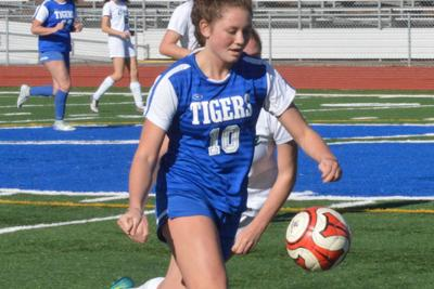 El Molino and Analy girls' soccer