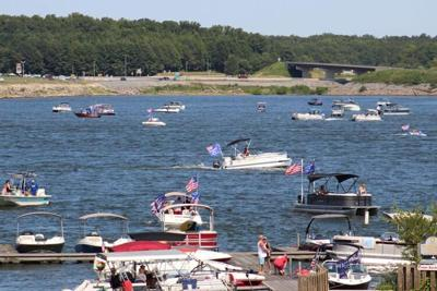 Boaters gather on lake for Trump Parade