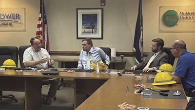 Meck. Elec. talks broadband expansion with Senator Warner; State plans to have Internet in every household by 2024