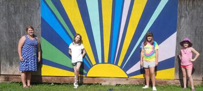 Clarksville Elem. students create mural