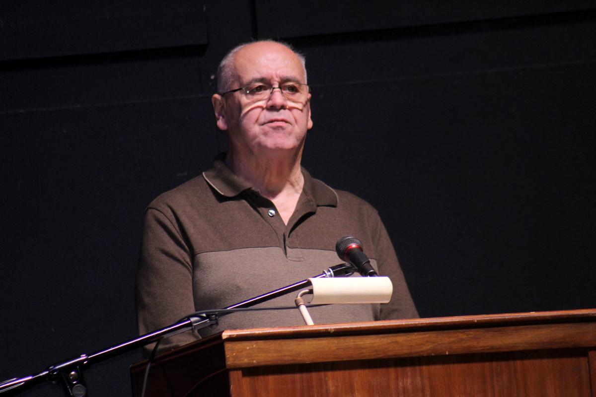 Veteran urges students to focus on studies