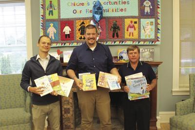 Rotary Club gives to public library