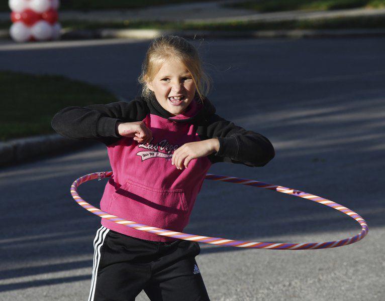 Hundreds walk to fight heart disease