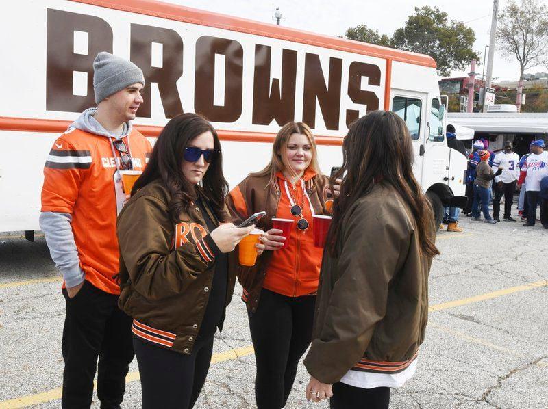 Ashtabula group tailgating at every Cleveland Browns game