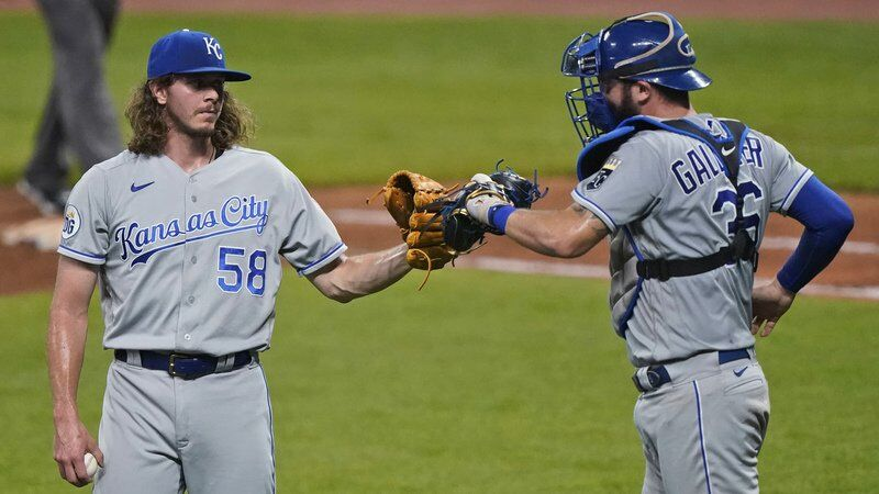 Royals snap seven-game losing skid, beat Indians 8-6