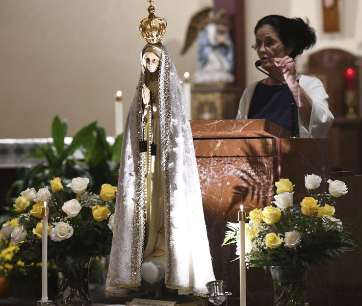 Faithful flock to see statue of Our Lady of Fatima