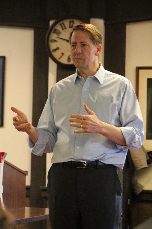 Top Democratic gubernatorial candidate touts economic issues