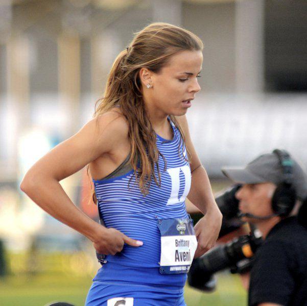Brittany Aveni, Duke teammates advance in DI 4X400 relay