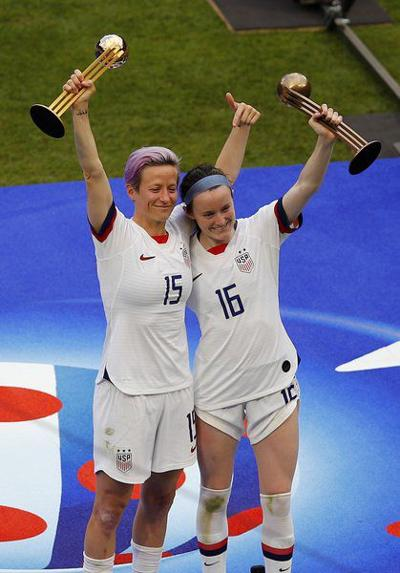 US wins 4th World Cup title, 2nd in a rowin 2-0 win over Dutch