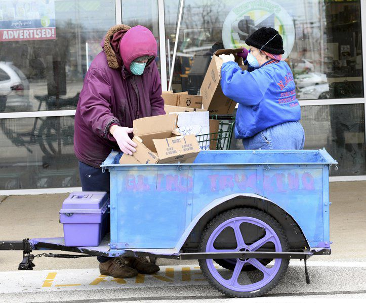Ashtabula duo helps others with deliveries