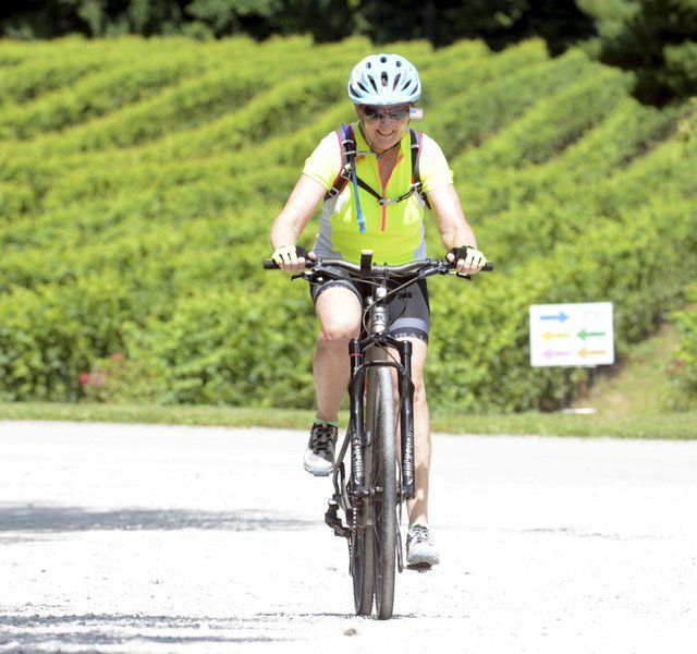 Bicyclists usepedal power to benefitlocalUnited Way