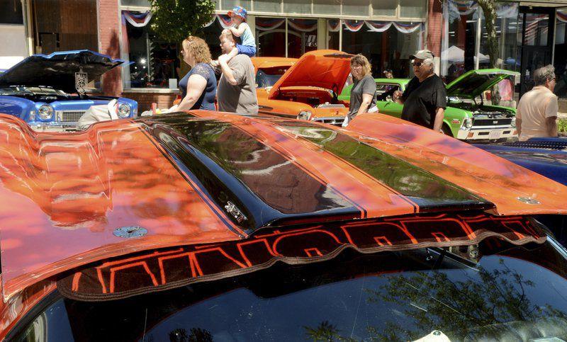 Classic cars invade downtown Conneaut