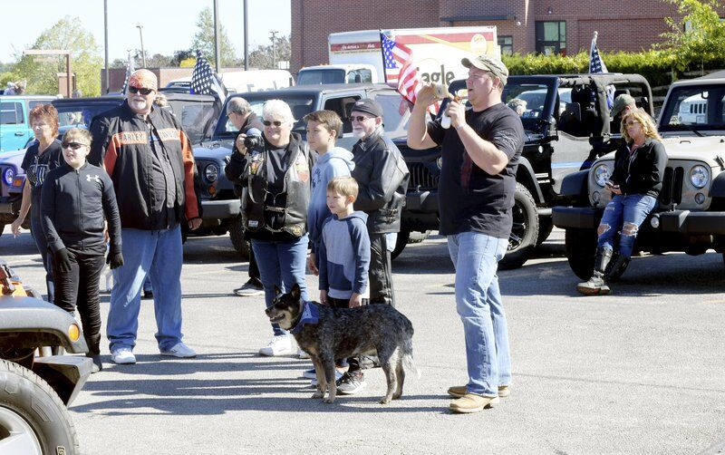 Jeep enthusiasts support law enforcement with caravan