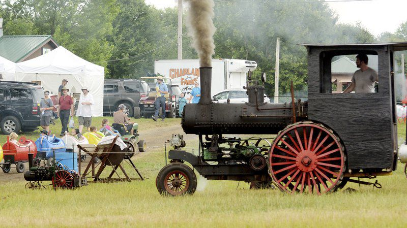 Thousands gather at Antique Engine Club show