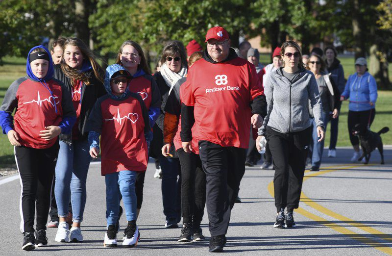 Hundreds walk to fight heart disease