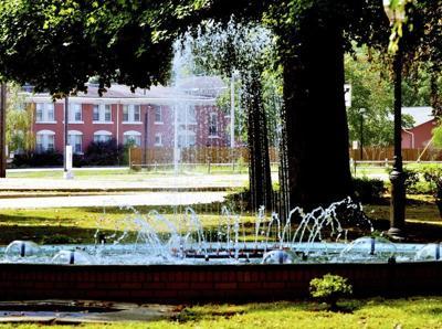 Fountain flowing again