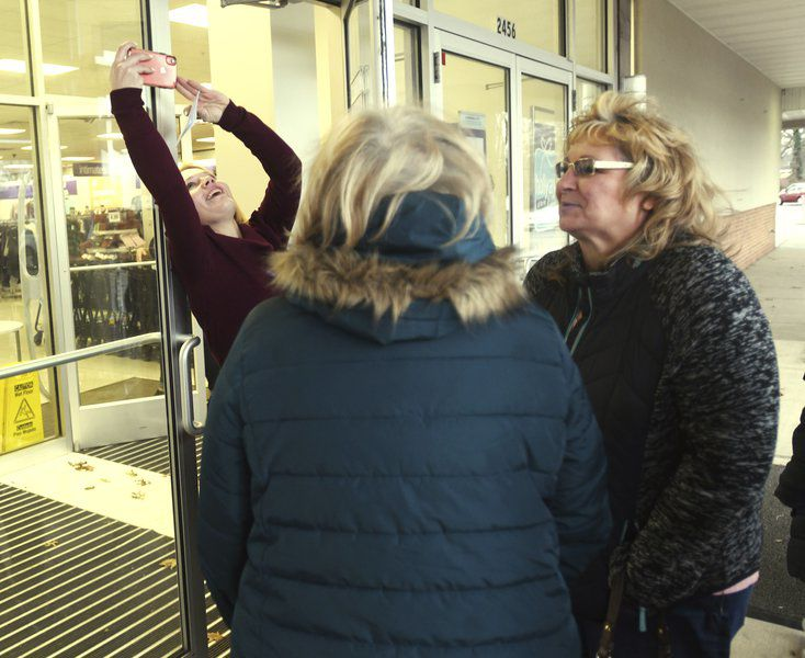 Shoppers get a jump on the bargains