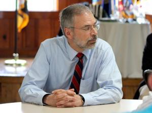 Harris leads bipartisan effort for seasonal workers