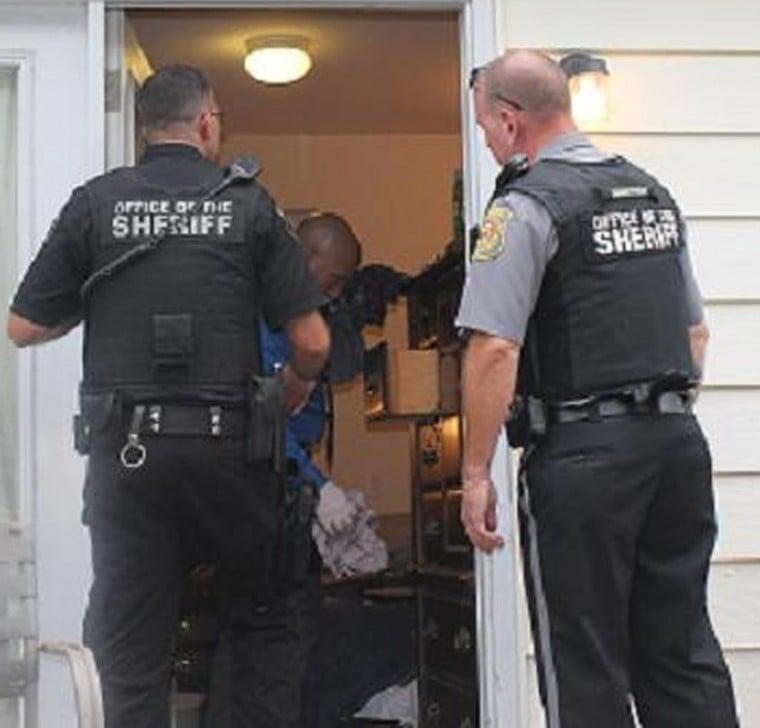 Oakland Raiders release Aldon Smith as police issue warrant for linebacker's arrest