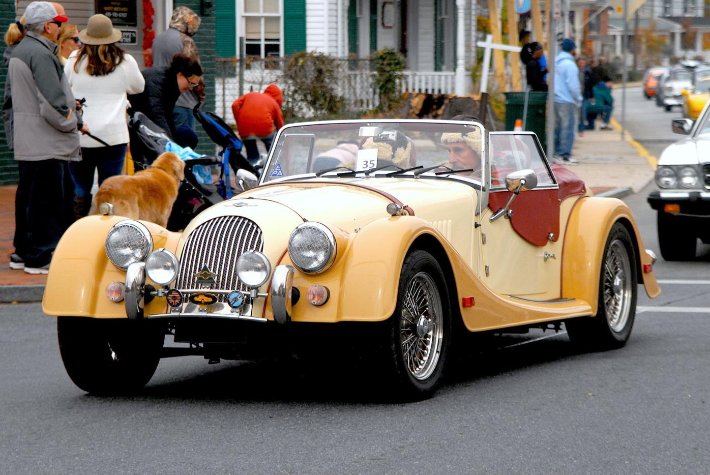 Classic cars parade for Thanksgiving