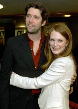 Actress Julianne Moore to mourn loss of her mother