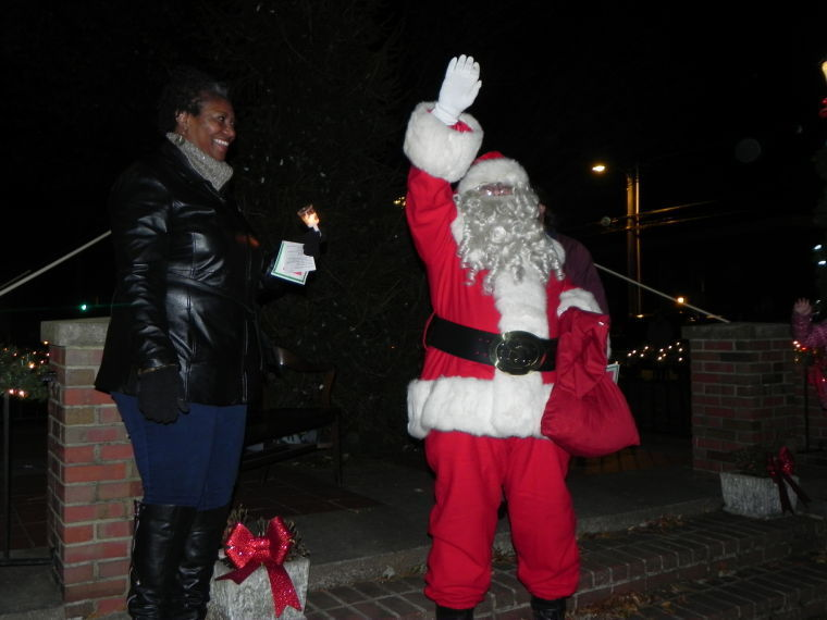 Holiday Season Begins In Dorchester With Cambridge Tree