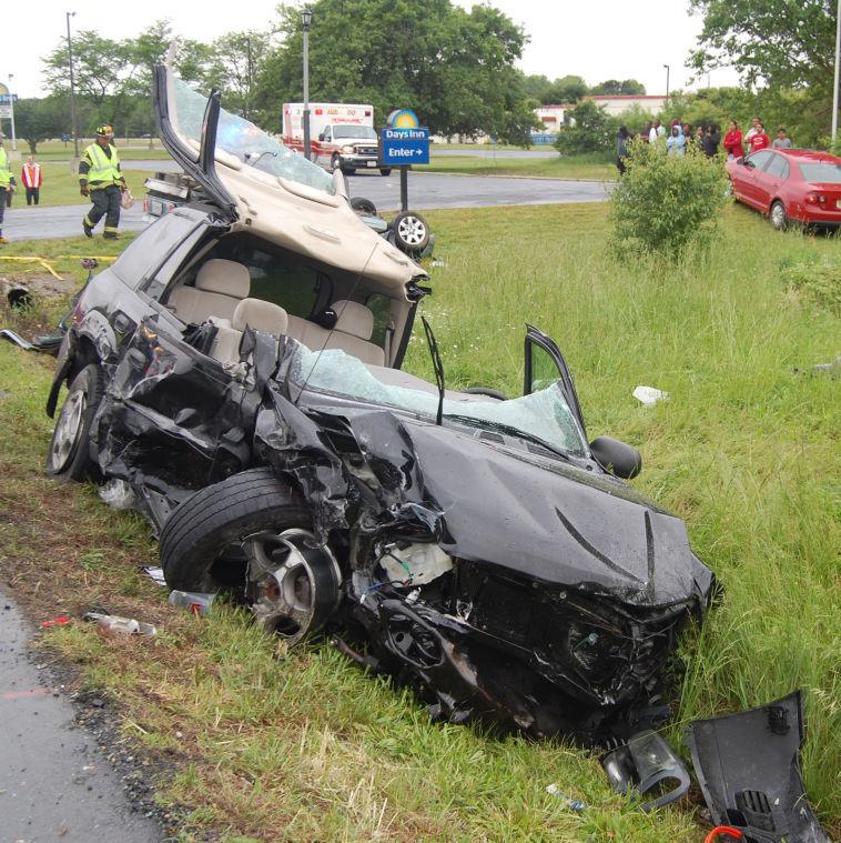 Three Hurt In 4-vehicle Crash On 50