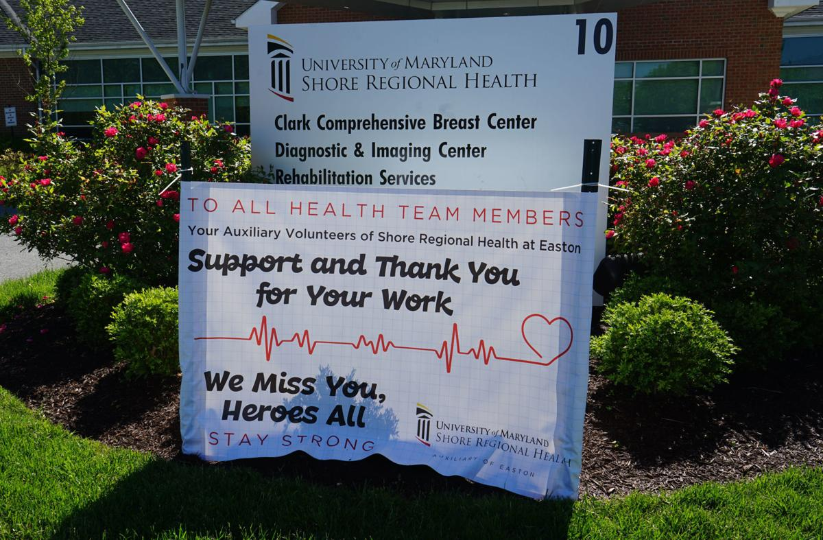 Hospital volunteers show thanks to health care heroes