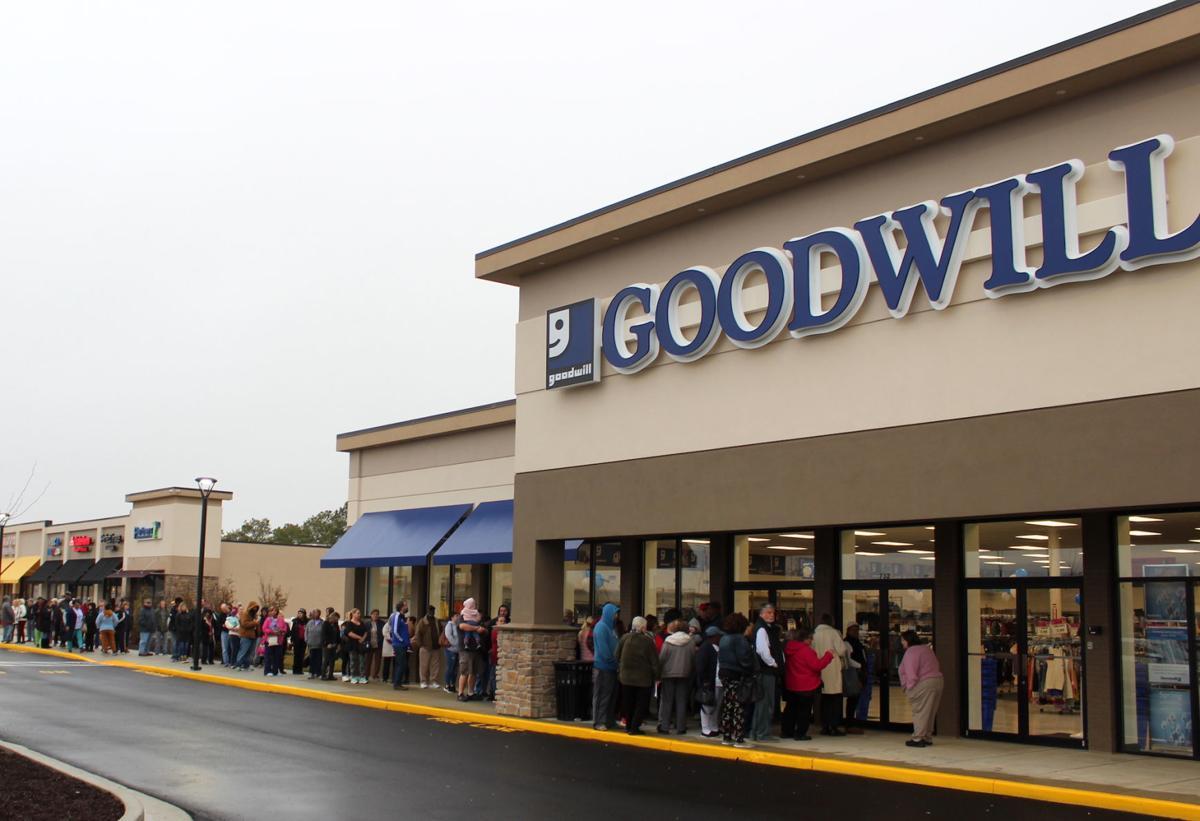 Crowds greet Goodwill store's opening