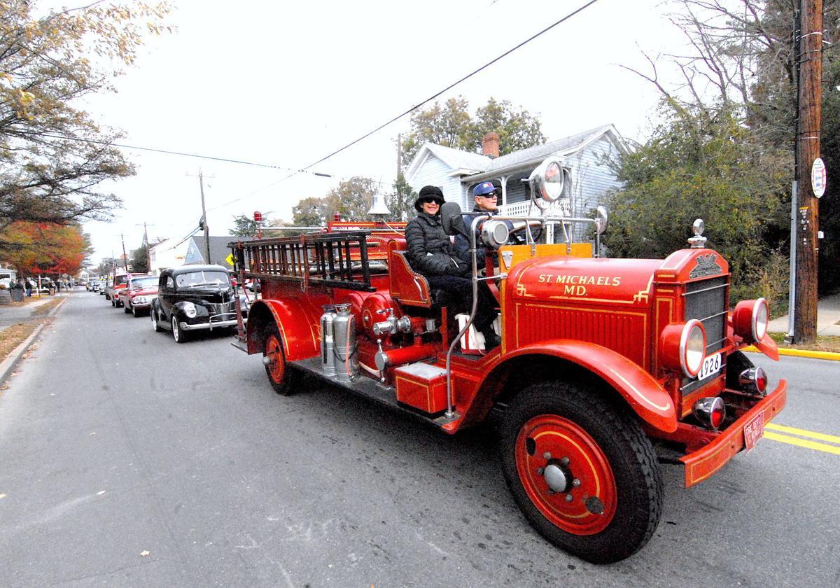 Classic cars parade for Thanksgiving | | stardem.com
