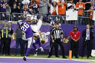 Broncos Vikings Football