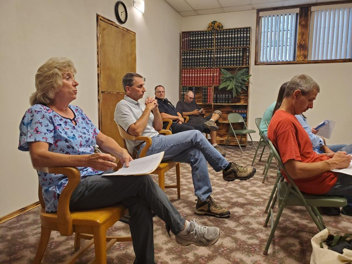 Hemingford Trustees discuss sirens, streets