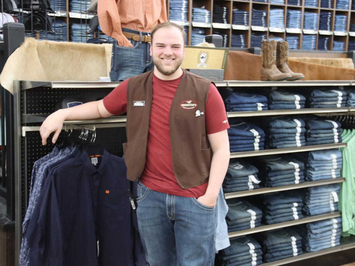 Murdoch S Ranch And Home Supply Focuses On Treating Customers Like Family Commerce Starherald Com