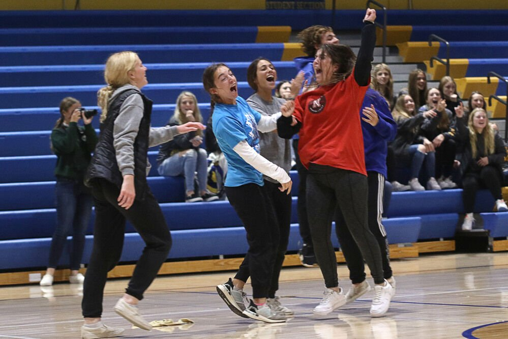 Homecoming festivities refuse dampening by weather