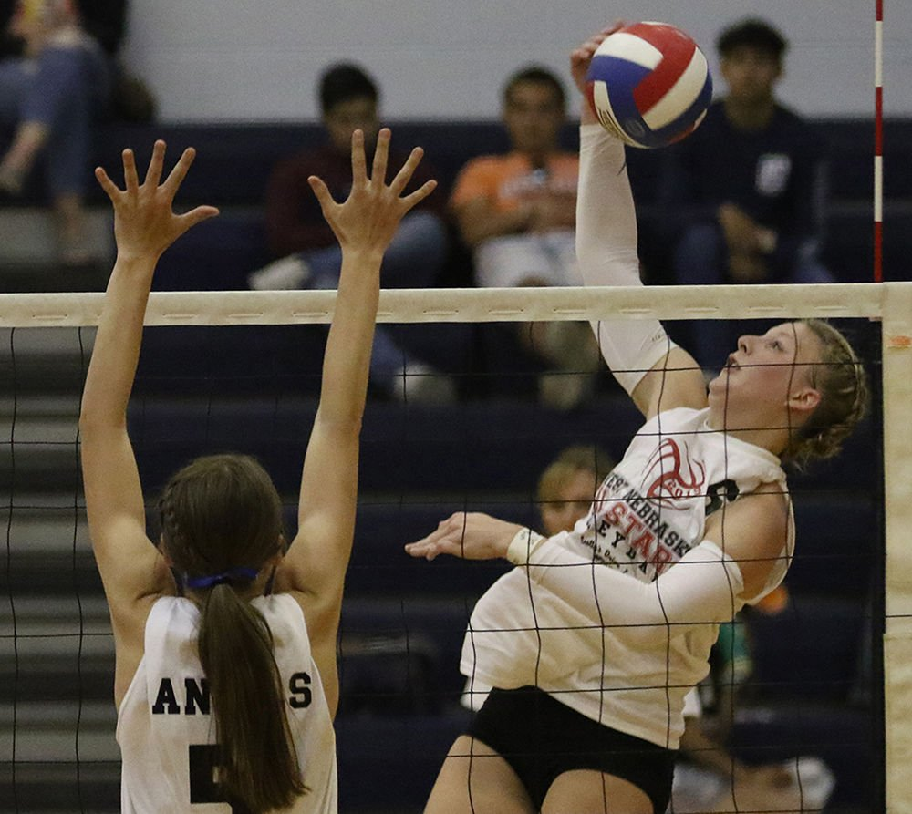 Cyza leads West to all-star volleyball win