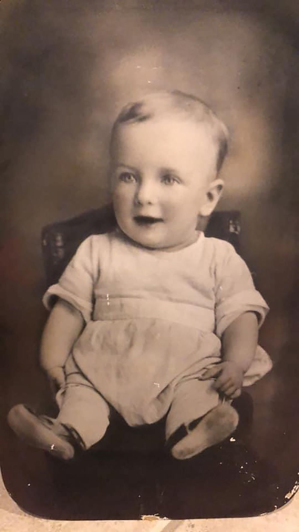 Chadron man reunited with photo of father as he works on bucket project