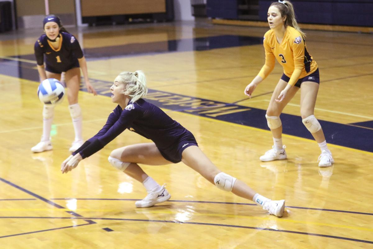 WNCC volleyball team splits matches Friday