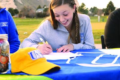 Gering's Avery Mitchell signs to golf at the University of Nebraska at Kearney