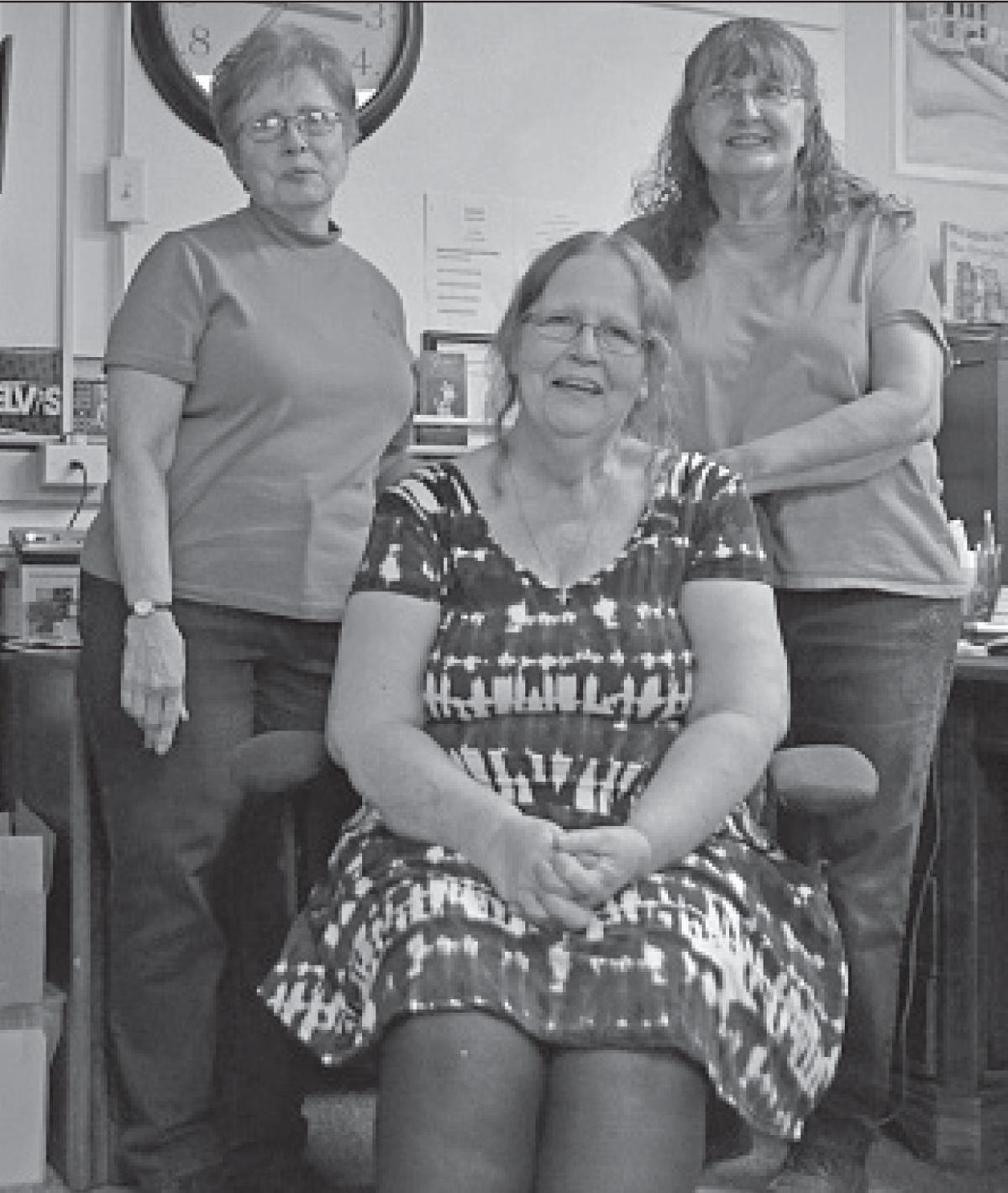 Hemingford librarian celebrates retirement