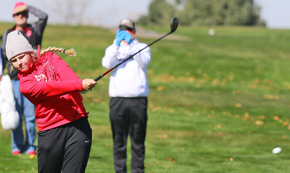STATE GOLF: Scottsbluff's Anna Kelley, Gering's Madi Schlaepfer in striking position of first place