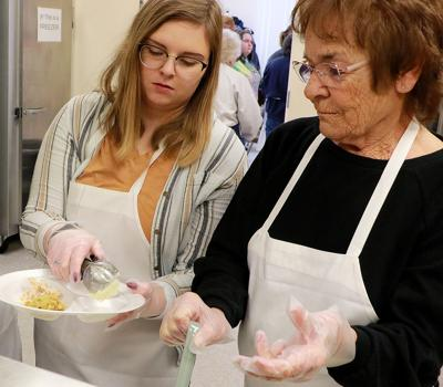 Thanksgiving in the Valley serves more than 800