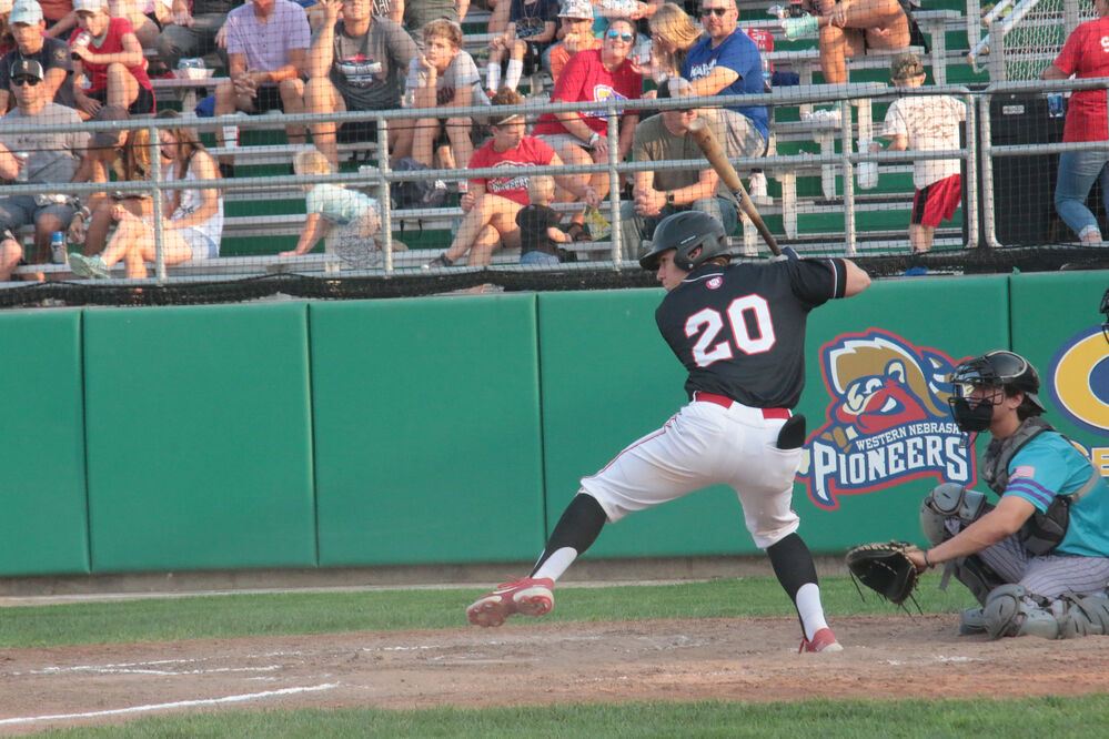 Pioneers hold off Spuds in win