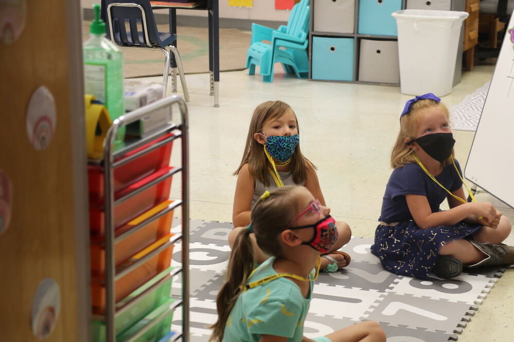Scottsbluff schools return to class with masks and temperature checks