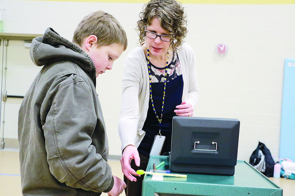 Lincoln Elementary students volunteer to run school store
