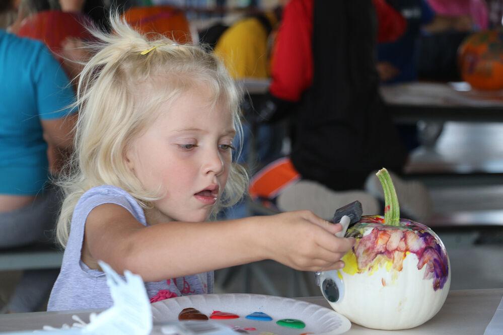 Giant pumpkin contest draw a crowd